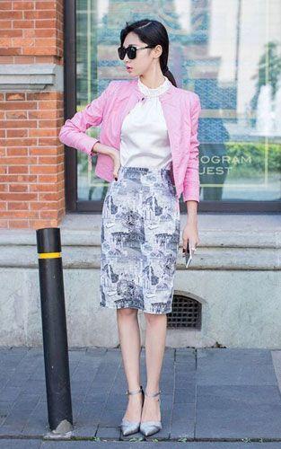 优雅气质搭配 粉色小皮衣搭配白色雪纺衫+印花半身裙